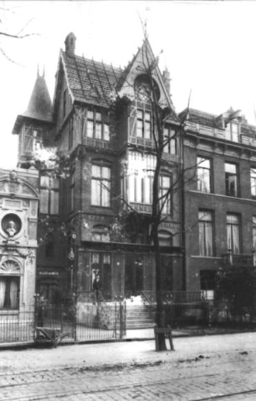 Medio tweede helft 19de eeuw bestond de behoefte aan een eigen gebouw. Dat werd in 1904 eindelijk gerealiseerd.